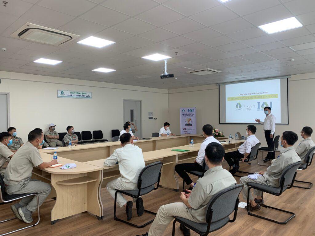Cán bộ lãnh đạo công ty VMC tại buổi chia sẻ